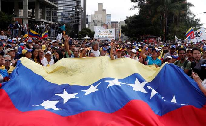 Βενεζουέλα: Οι ΗΠΑ προειδοποιούν τον Μαδούρο να μην αγγίξει αντιπολίτευση και διπλωμάτες