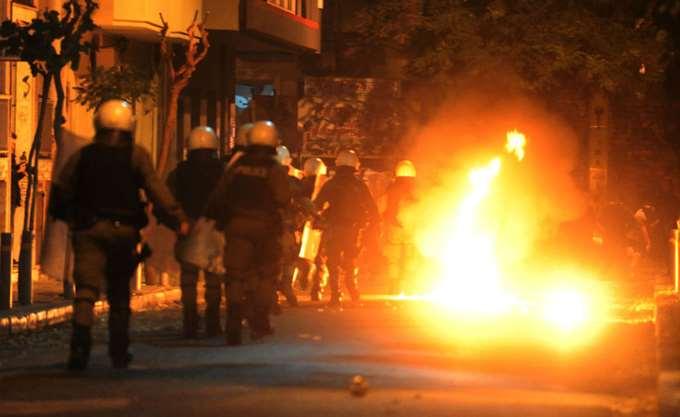 Σοβαρά επεισόδια στην πλατεία Καραϊσκάκη και την Κάνιγγος