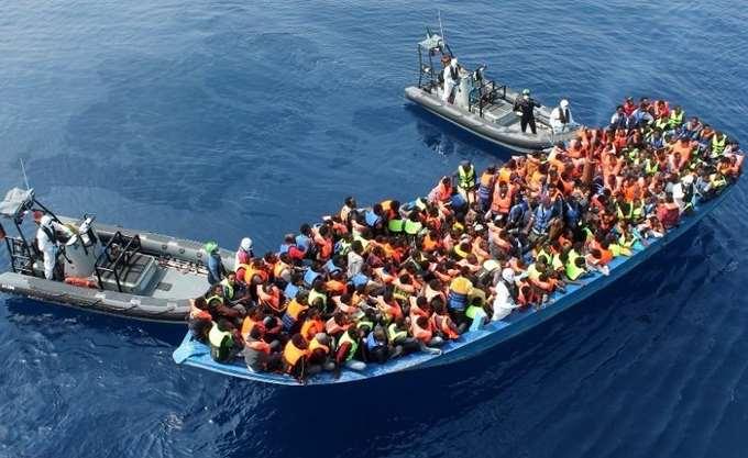 Ιταλία: Τετρακόσιοι μετανάστες αποβιβάσθηκαν στο λιμάνι του Σαλέρνο