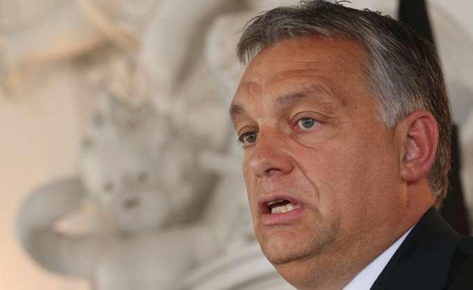 """""""Φλερτάρει"""" με τον Trump ο Orban, """"φεύγει"""" από τον Putin"""
