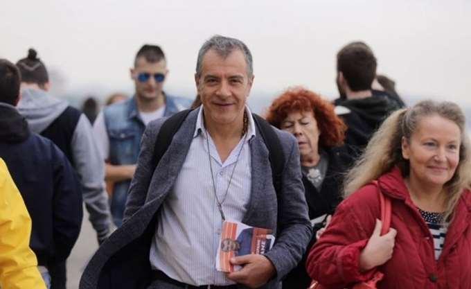 """Στ. Θεοδωράκης: Να μη στείλουμε """"πακέτο"""" την ΠΓΔΜ στην Τουρκία"""