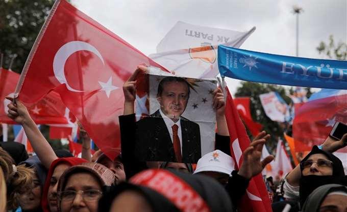 Berenberg: Ανάγκη για στροφή 180 μοιρών εάν η Τουρκία θέλει να ξεφύγει από την κρίση