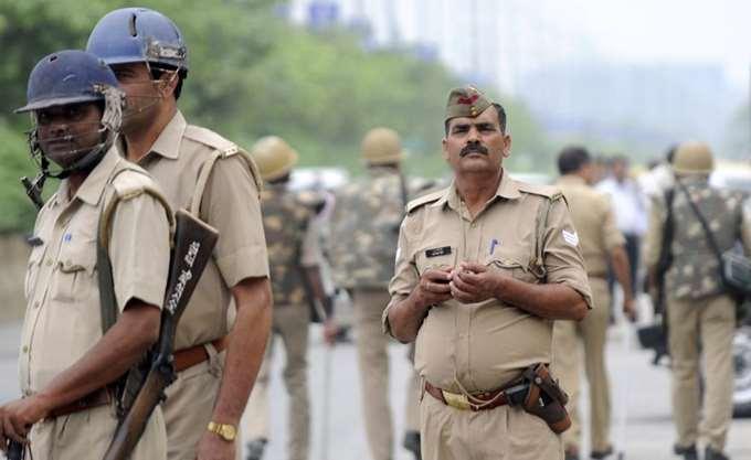 Ινδία: Δύο άνδρες βίασαν και έκαψαν ζωντανή μια έφηβη