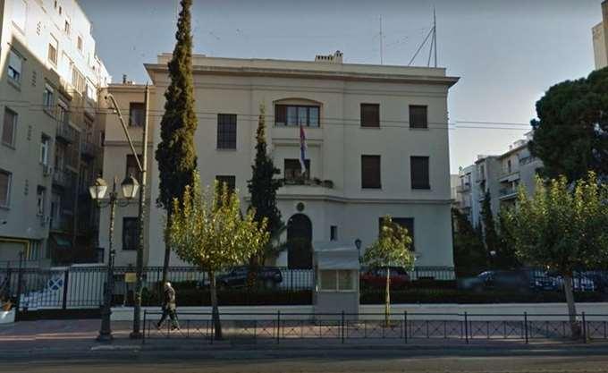 Εισβολή άνδρα με μαχαίρι στην πρεσβεία της Σερβίας