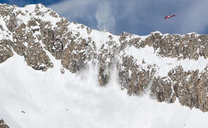 Ελβετία: Αποκλεισμένο ένα χωριό εξαιτίας χιονοστιβάδας