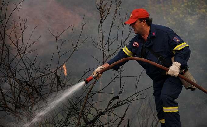 Σε εξέλιξη η πυρκαγιά στην δασική περιοχή στη Λευκίμη Αλεξανδρούπολης