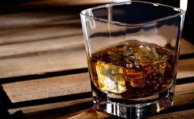 Δύο σπάνιες φιάλες ουίσκι πωλήθηκαν αντί ενός εκατομμυρίου δολ. έκαστη