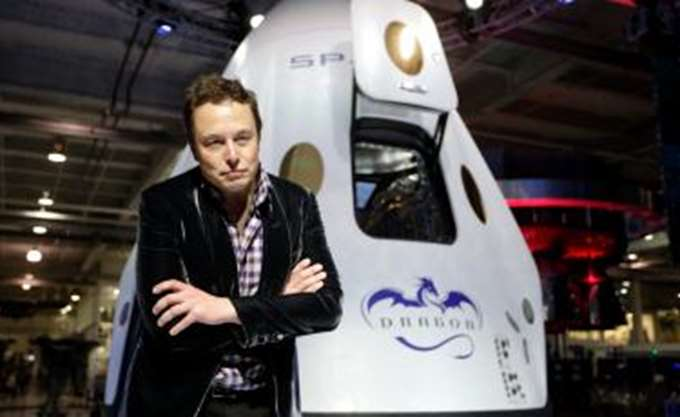 Η SpaceX του Elon Musk μειώνει το προσωπικό της και κάνει σχέδια για το διάστημα