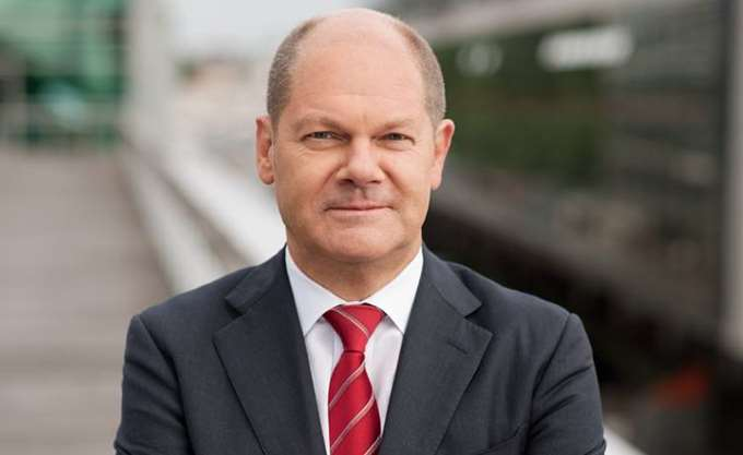 Σοσιαλδημοκράτης αναλαμβάνει το γερμανικό ΥΠΟΙΚ