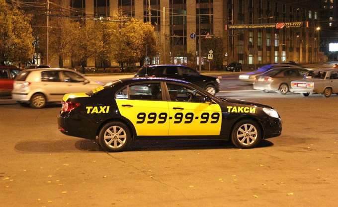Ταξί έπεσε πάνω σε πλήθος στην κεντρική Μόσχα
