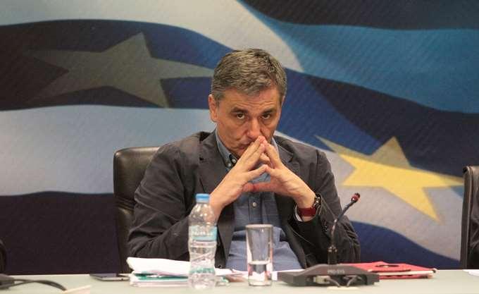 """Παζάρι με νέο δημοσιονομικό """"κόφτη"""" για να μην κοπούν οι συντάξεις"""