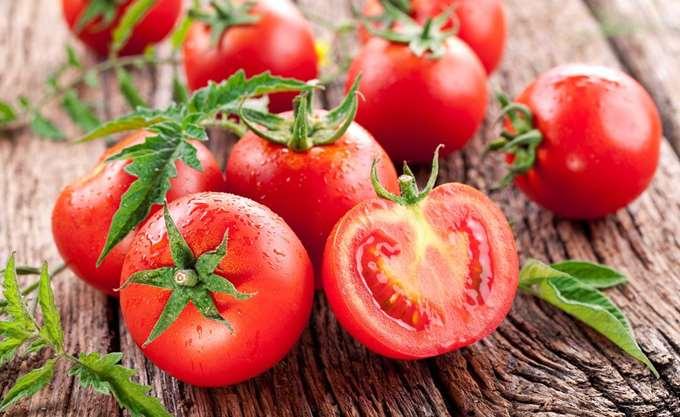 Κατάσχεση 2,3 τόνων ακατάλληλης ντομάτας σε επιχείρηση του Πειραιά