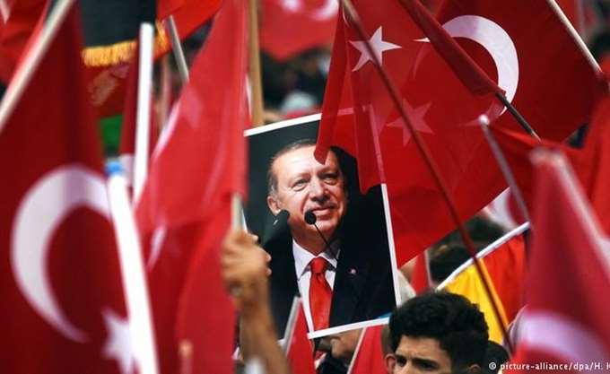 """Τουρκία: Εντοπίστηκαν 10 αλλοδαποί που προσπάθησαν να """"παρέμβουν"""" στις εκλογές - Καταγγελίες για ξυλοδαρμό, νοθεία"""