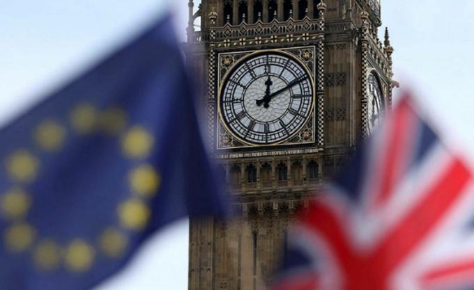 Brexit: Αυξήθηκε κατακόρυφα ο αριθμός Βρετανών που έλαβαν υπηκοότητα άλλης χώρας της ΕΕ