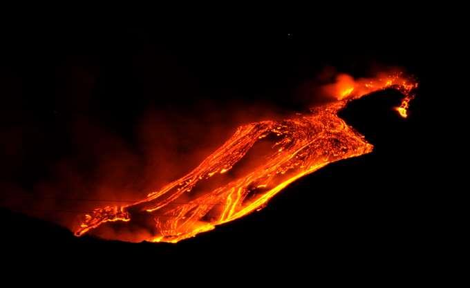 Κλιμακώθηκε η απειλή ηφαιστειακής έκρηξης σε νησί της Ιαπωνίας