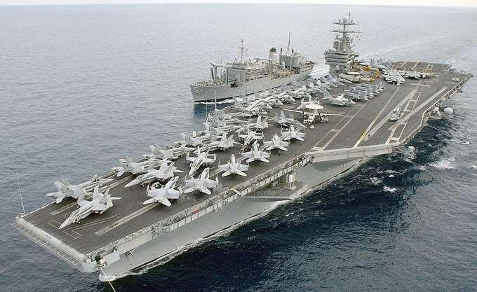 """Κύπρος: Ο υπουργός Άμυνας επισκέφθηκε το αεροπλανοφόρο """"Harry S Truman"""""""
