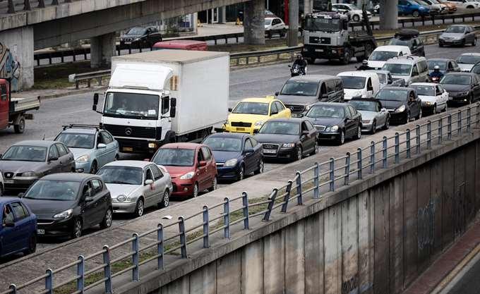 Πολύ αυξημένη κίνηση στην Αθηνών-Κορίνθου - Κορυφώνεται η πασχαλινή έξοδος