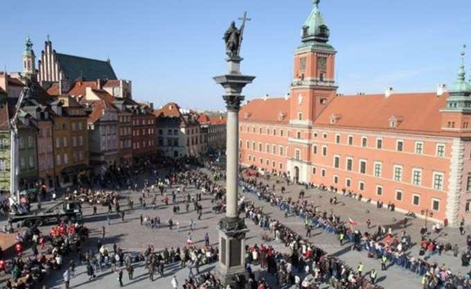 Συρρικνώνονται οι ελευθερίες σε Ουγγαρία και Πολωνία