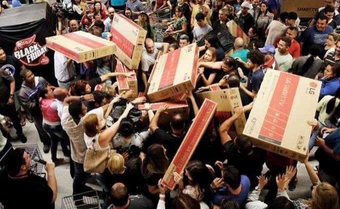 Black Friday: Το αμερικανικό φαινόμενο που εξαπλώθηκε σε όλο τον κόσμο