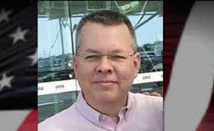 """""""Πανευτυχείς"""" δηλώνουν οι γονείς του πάστορα Μπράνσον για την απελευθέρωσή του"""