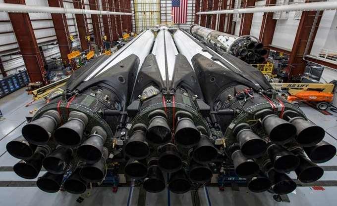 Ο Elon Musk έστειλε τον πιο ισχυρό πύραυλο στον κόσμο στην πρώτη του εμπορική πτήση