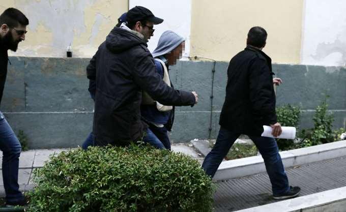 Υπό ισχυρότατη αστυνομική παρουσία ξεκίνησε η δίκη για την άγρια δολοφονία της Δ. Ζέμπερη