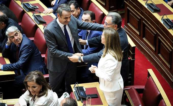 Ορκίστηκαν βουλευτές οι Ζ. Ράπτη, Π. Παναγιωτόπουλος και Ν. Νυφούδης