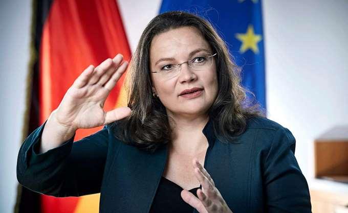 Α. Νάλες: Κίνδυνος για την Ευρώπη ο Χορστ Ζεεχόφερ