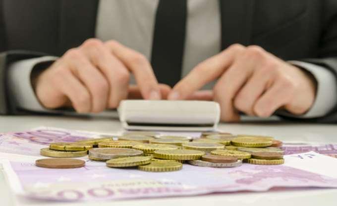 Συρρικνώθηκαν κατά 2,5 δισ. τα δηλωθέντα εισοδήματα