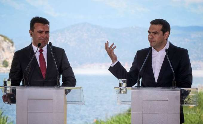 """Πανηγυρίζουν τα Σκόπια για το """"Βόρεια Μακεδονία"""" - Τα 10 σημεία της συμφωνίας"""