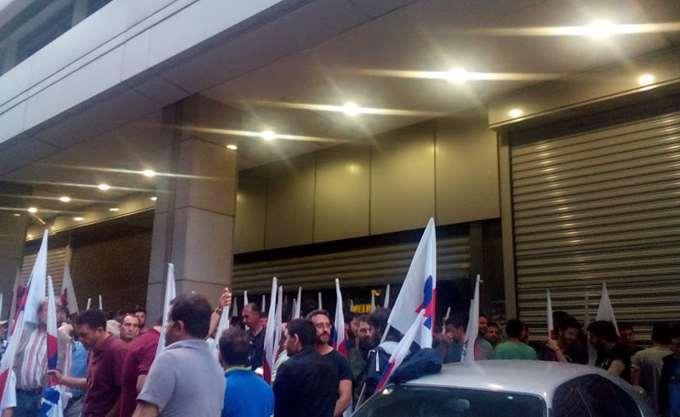 Συγκέντρωση διαμαρτυρίας δημοσίων υπαλλήλων έξω από το υπουργείο Οικονομικών