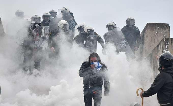 Ένωση Ελλήνων Χημικών προς Τσίπρα: Η χρήση δακρυγόνων εγκυμονεί μεγάλους κινδύνους