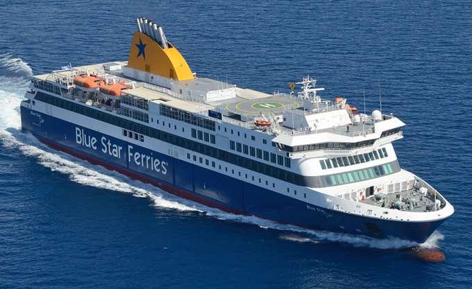 Στο λιμάνι της Σύρου παραμένει το Blue Star Paros λόγω πρόσκρουσης του καταπέλτη των επιβατών