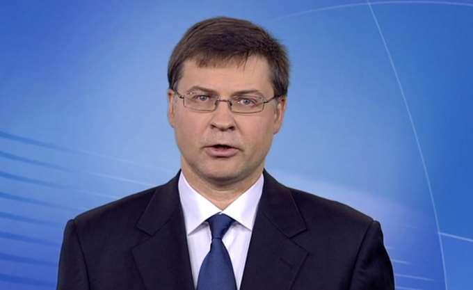 Ντομπρόβσκις: Η εκταμίευση της δόσης από τις επιστροφές των κερδών των ελληνικών ομολόγων δεν μπορεί να γίνει πριν από τον Φεβρουάριο