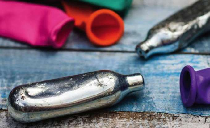 Ηράκλειο: Συνελήφθη ανήλικος που πουλούσε συσκευασίες αερίου γέλιου