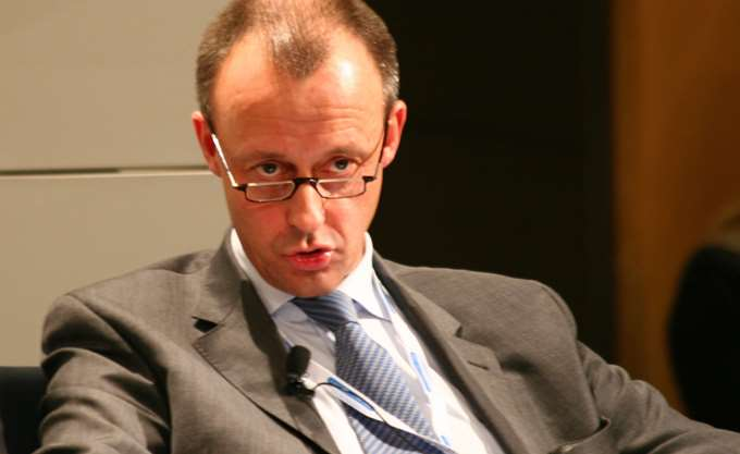 Ο Σόιμπλε στηρίζει τον Μερτς για την προεδρία του CDU