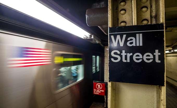 """""""Βουτιά"""" 1.033 μονάδων για τον Dow - Η δεύτερη χειρότερη ημέρα στην ιστορία του"""