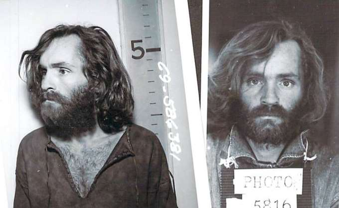 Απεβίωσε ο serial killer Τσαρλς Μάνσον