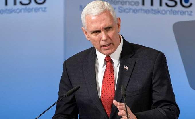 """Αντιπρόεδρος ΗΠΑ: Αποφασισμένη η κυβέρνηση να """"παραμείνει ανυποχώρητη"""" για το τείχος"""