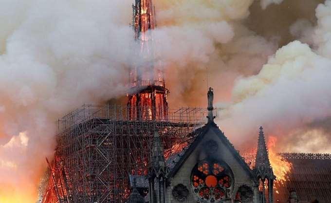 Γαλλία: Οι πυροσβέστες κατάφεραν να εισέλθουν στη Νοτρ Νταμ σε λιγότερα από 10 λεπτά