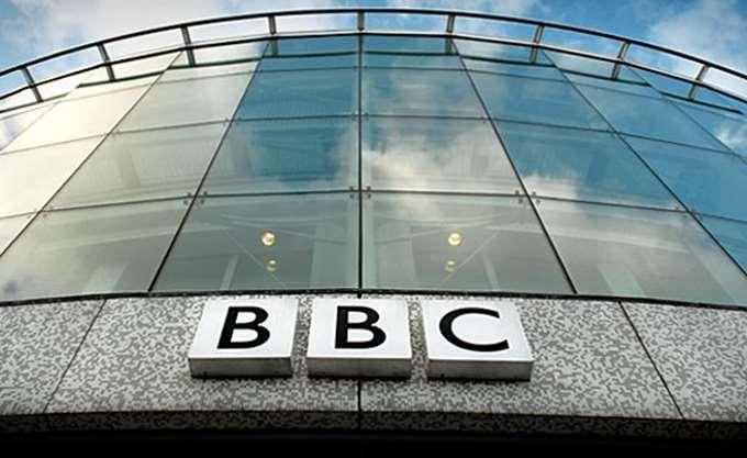 Διαμαρτυρία BBC για επίθεση σε εικονολήπτη του από οπαδούς του Τραμπ