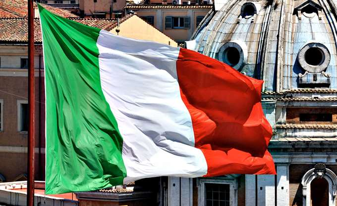 Ιταλία: Τριακόσιοι τριάντα μετανάστες διασώθηκαν σε διεθνή ύδατα