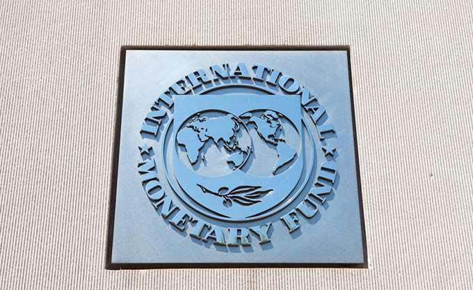 Φρένο ΔΝΤ στους συμβασιούχους