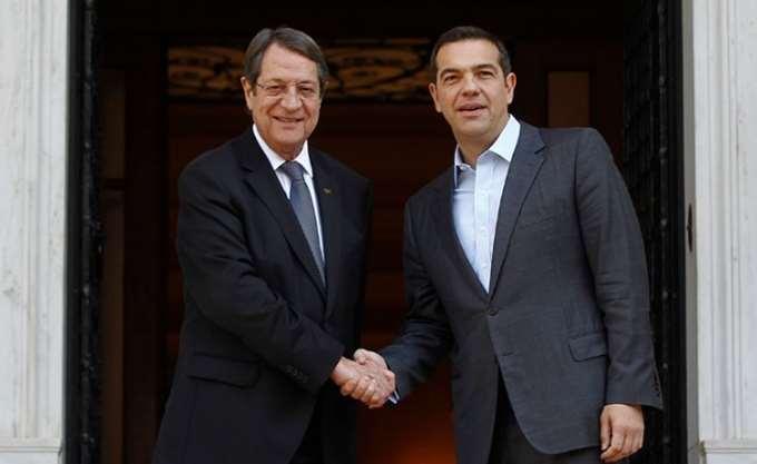 Συνάντηση Τσίπρα-Αναστασιάδη στο περιθώριο του έκτακτου Ευρωπαϊκού Συμβουλίου για το Brexit