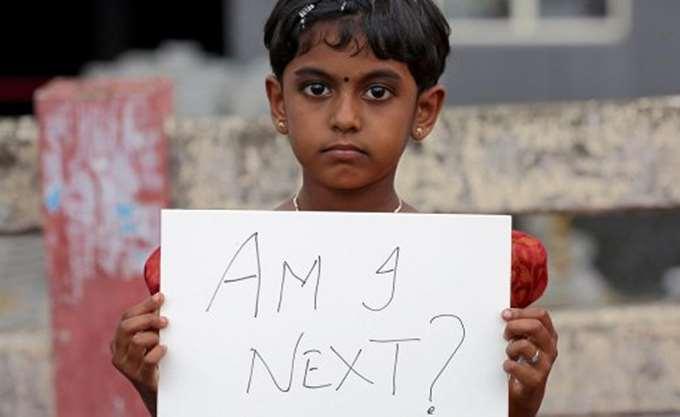 Ινδία: Οργισμένες διαδηλώσεις διαμαρτυρίας με αφορμή τον βιασμό μιας 7χρονης