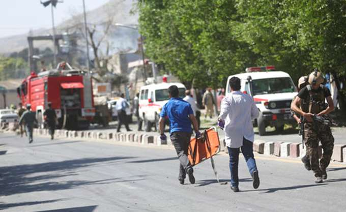 Και δημοσιογράφοι στα θύματα της διπλής πολύνεκρης επίθεσης στην Καμπούλ
