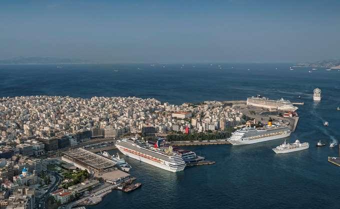 Bloomberg: Ο Πειραιάς τείνει να γίνει το νούμερο ένα λιμάνι της Μεσογείου και της Ευρώπης