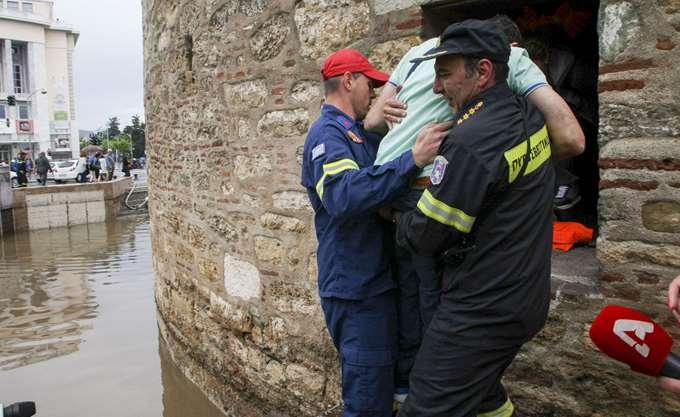 Θεσσαλονίκη: Εγκλωβίστηκαν επισκέπτες στο Λευκό Πύργο