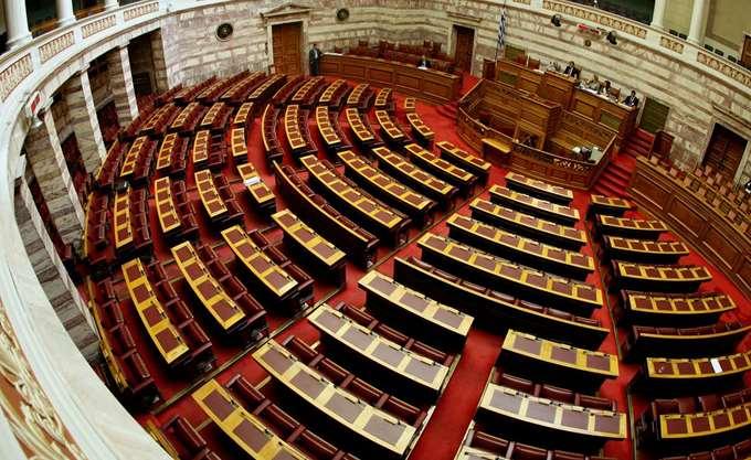 """Στη Βουλή τα """"κόκκινα"""" δάνεια, πέρασαν διατάξεις για ενέργεια και ΕΣΠΑ"""