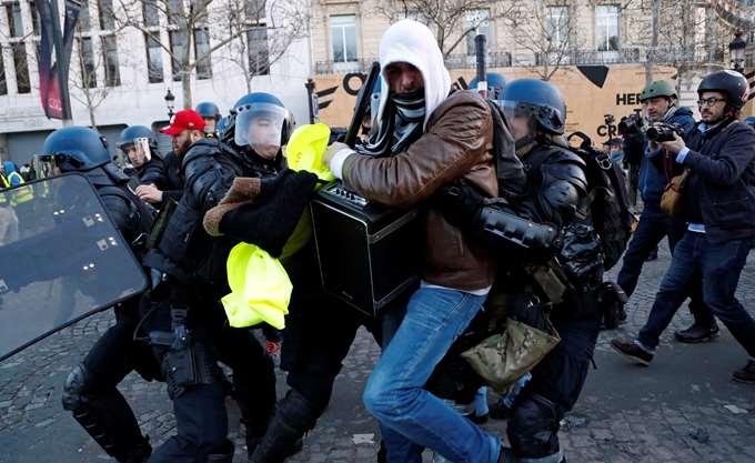 Γαλλία: Δημοσιογράφοι τραυματίστηκαν στις διαδηλώσεις στο Παρίσι